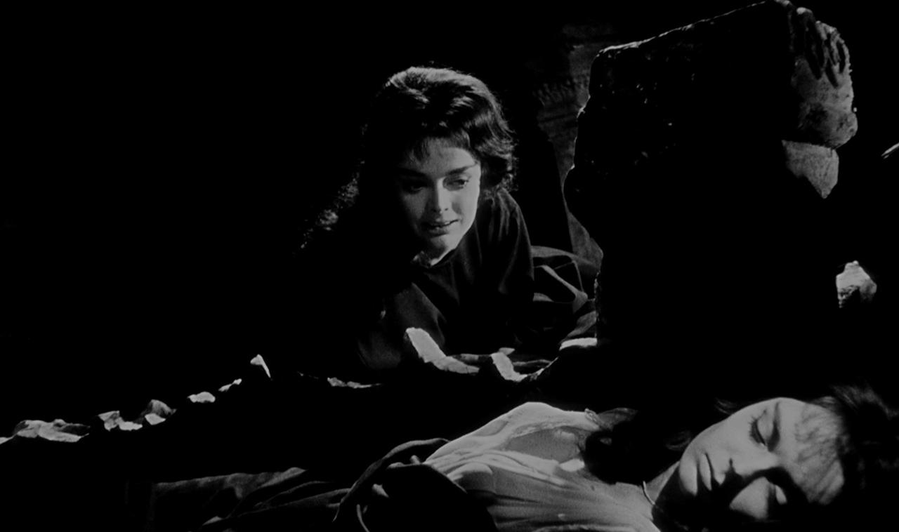 Mario Bava inszenierte Barbara Steele als böse Hexe und unschuldige Nachfahrin