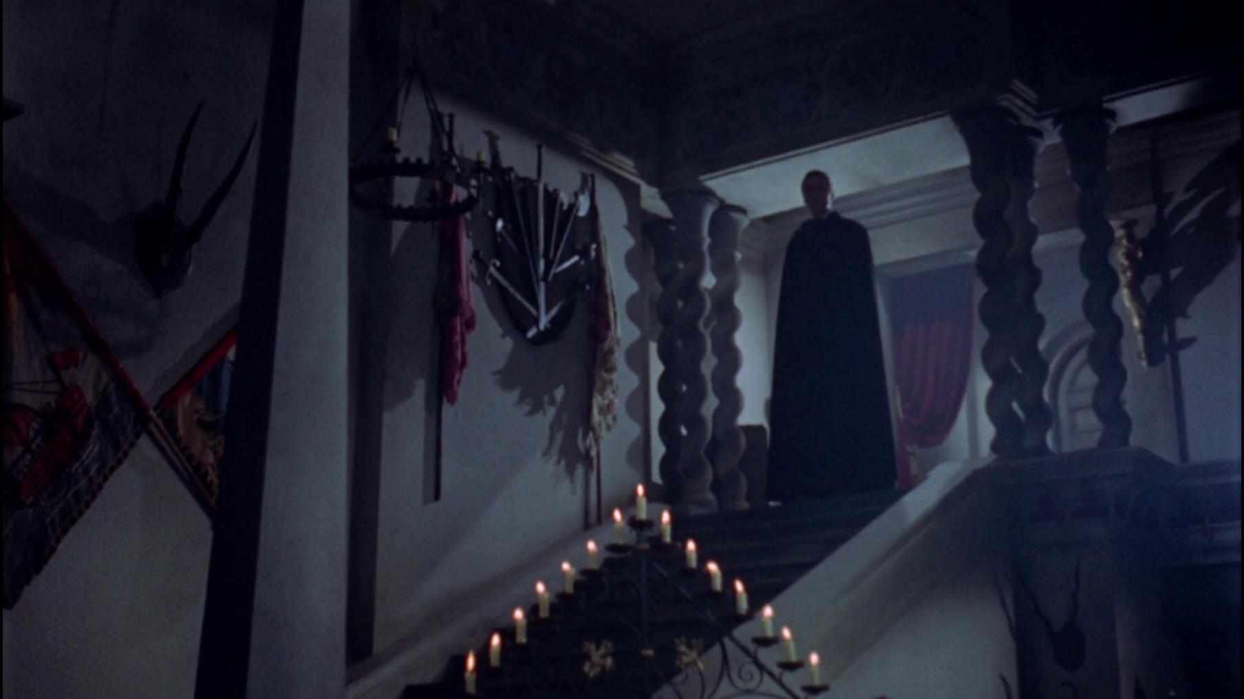 Dracula steht am Ende der Treppe; ein fulminanter Auftritt