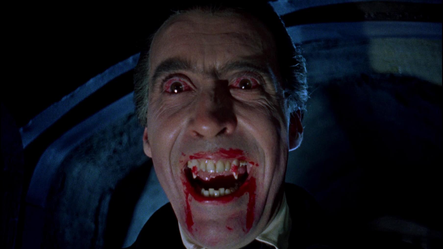 Christopher Lee fletscht in Hammers Dracula die Beißerchen